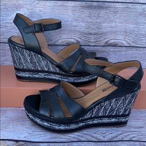 Clarks Zia Noble Black Leather Wedge Sandals